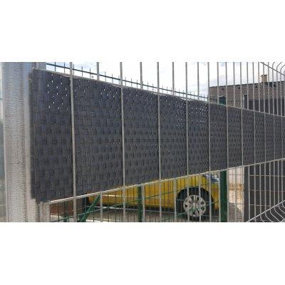 Antracit ratan krycia páska k plotovým panelom