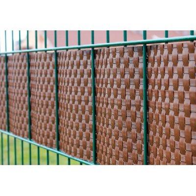 Gaštanovo hnedá ratan krycia páska k plotovým panelom